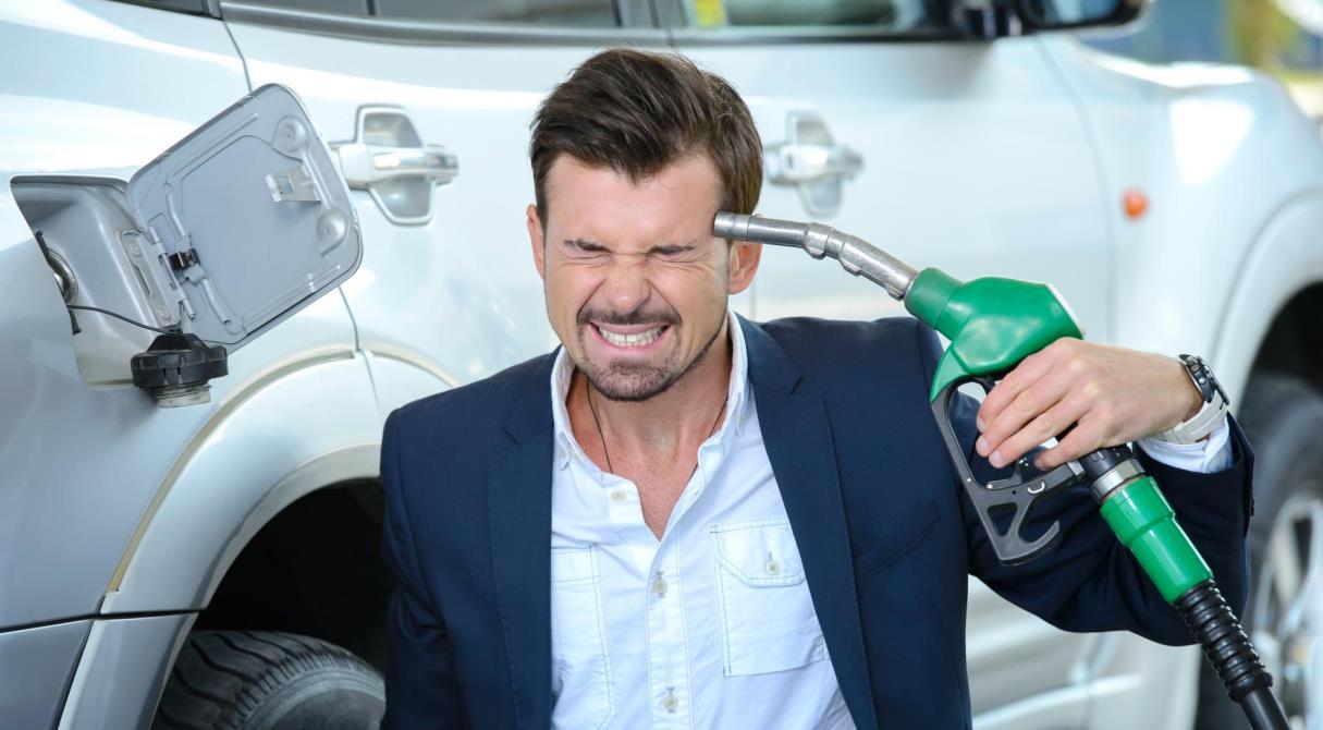 Как обвал цен на нефть повлияет на стоимость бензина в регионе
